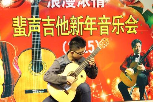 8 古典吉他独奏 阿尔汉布拉宫的回忆 候雨枭 选送单位:哈师大艺附中-
